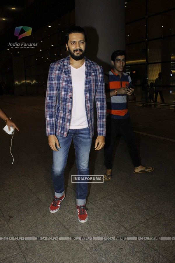 Riteish Deshmukh spotted at airport