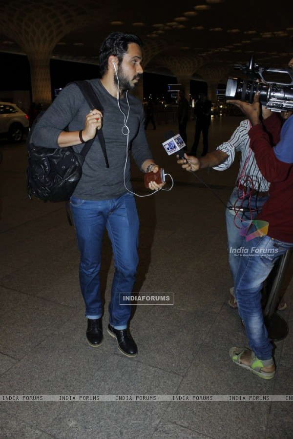 Emraan Hashmi spotted at airport!