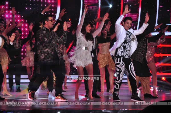 Jacqueline, Karan and Ganesh performs during shoot of Jhalak Dikhhlaa Jaa 9 Premiere