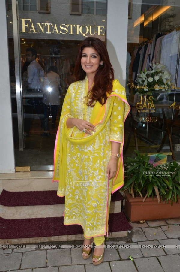 Twinkle Khanna at Unveiling of New Collection at ABU-SANDEEP's Fantastique!