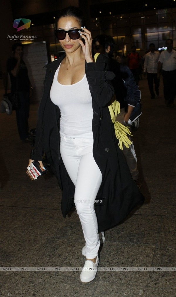 Malaika Arora Khan spotted at airport!