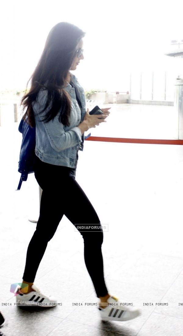 Katrina Kaif spotted at airport!