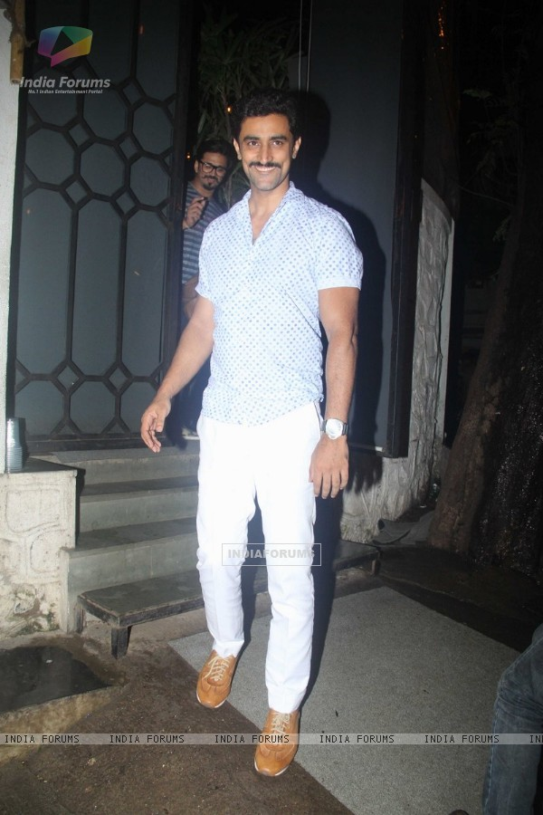 Kunal Kapoor snapped at 'Nido'