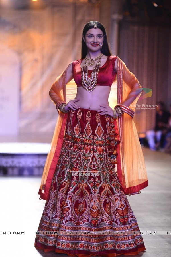 Divya Khosla at Day 3 of FDCI India Couture Week