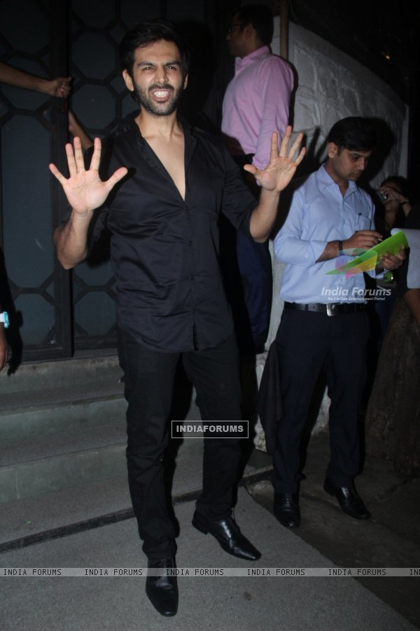 Kartik Aaryan at Jitesh Pillai's Bday Bash!