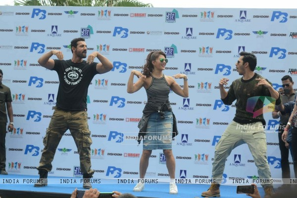 John Abraham, Jacqueline Fernandes and Varun Dhawan Promotes 'Dishoom' in Delhi