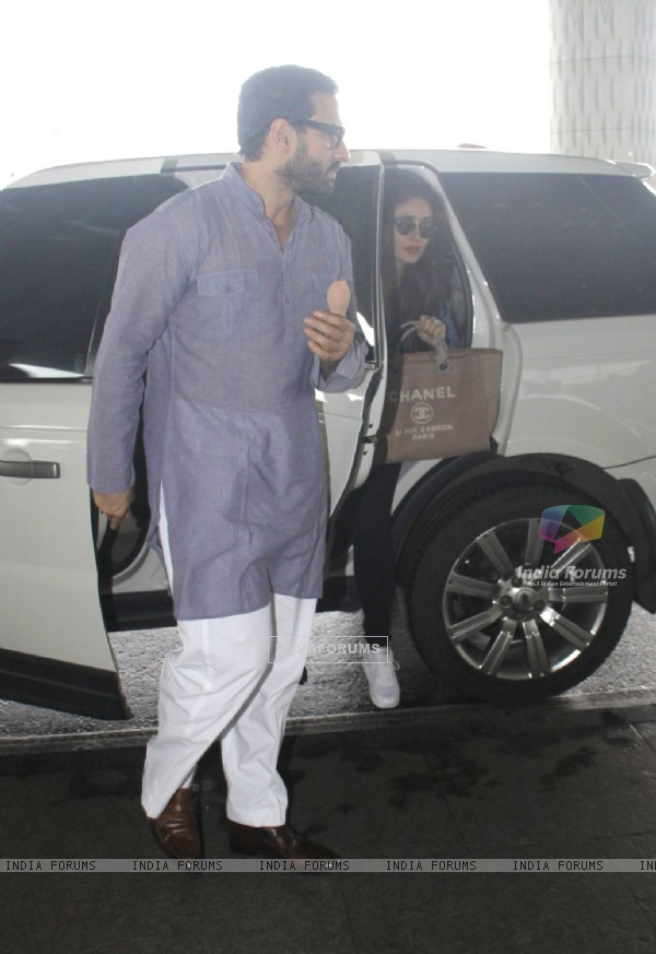 Saif Ali Khan and Kareena Kapoor snapped at airport!