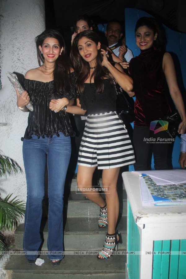 Shilpa Shetty and Shamita Shetty snapped post dinner at Olive