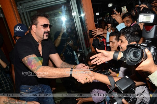 Sanjay Dutt addresses Media on his Birthday Bash!