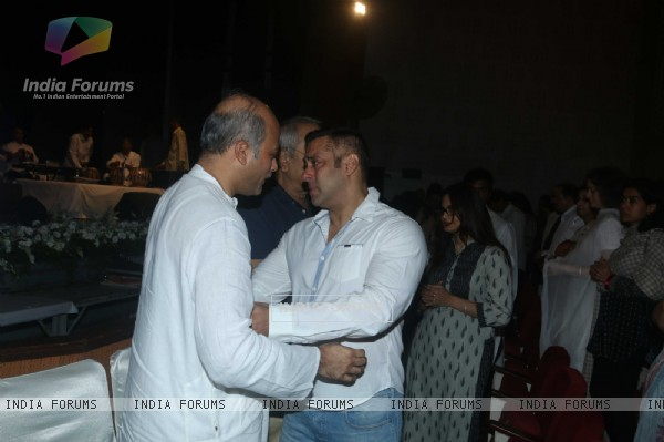 Salman Khan and Sooraj Barjatya at prayer meet of  Rajat Barjatya