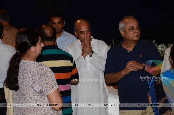 Sooraj Barjatya at prayer meet of  Rajat Barjatya