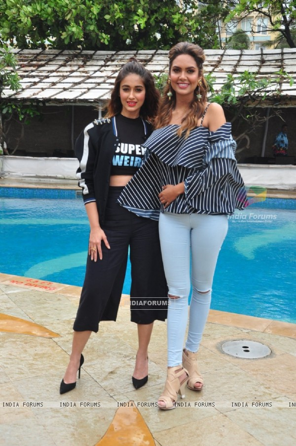 Ileana D'Cruz and Esha Gupta Promotes 'Rustom'