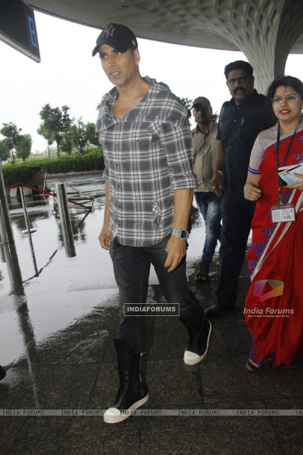 Akshay Kumar snapped at airport