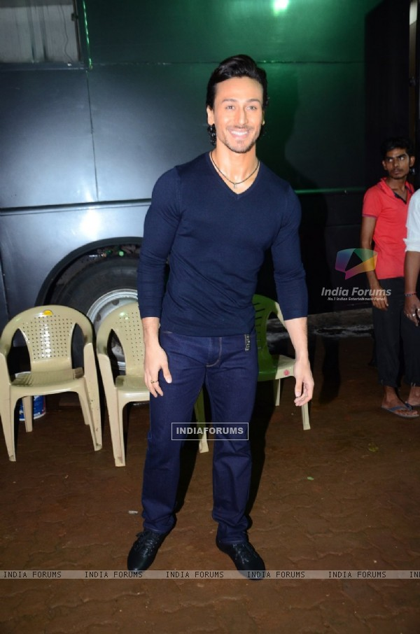 Tiger Shroff Promotes 'A Flying Jatt' on Jhalak Dikhhla Jaa