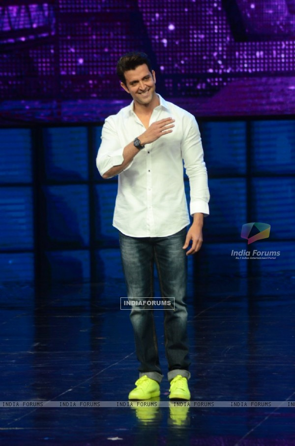 Hrithik Roshan Promotes 'Mohenjo Daro' on sets of Dance plus 2