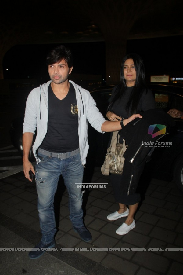 Himesh Reshammiya spotted at airport!