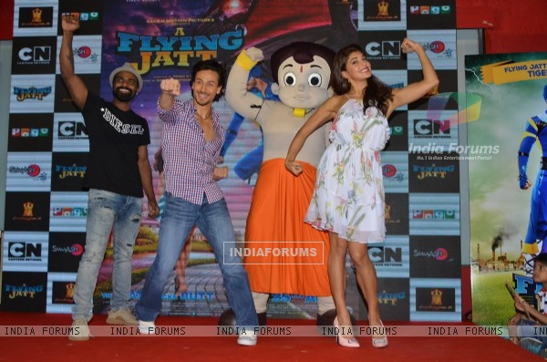 Tiger Shroff, Jacqueline Fernandes and Remo Dsouza Promotes 'A Flying Jatt' at Smaash