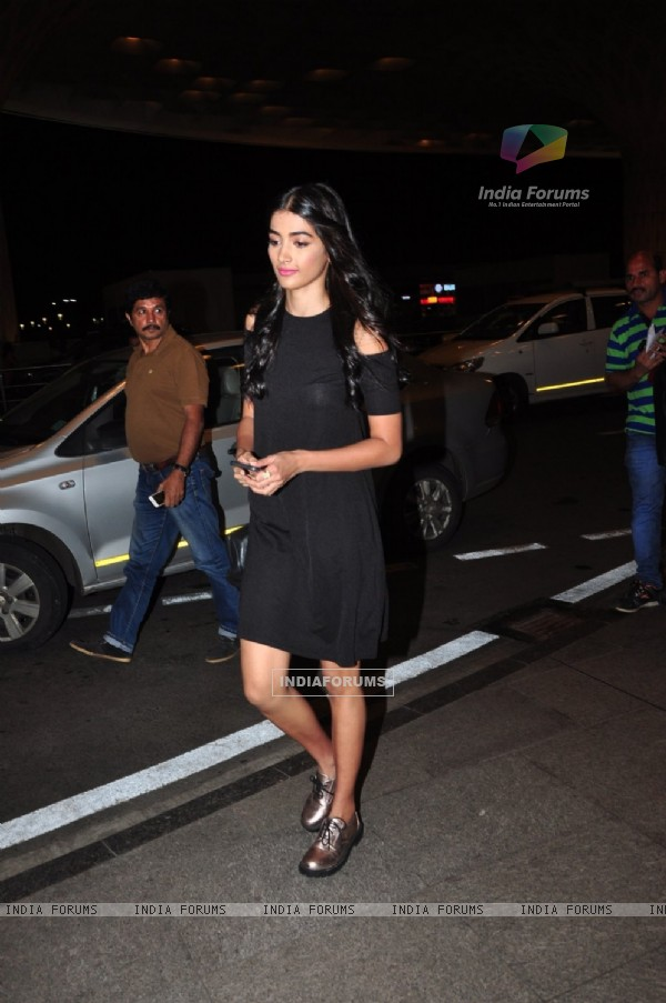 Pooja Hegde snapped at airport!