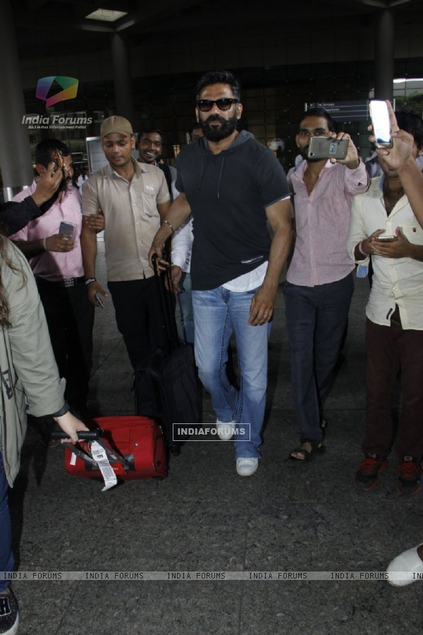 Suniel Shetty snapped at airport!