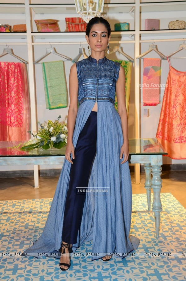 Sarah Jane Dias at Kashish Infiore store for Shruti Sancheti preview