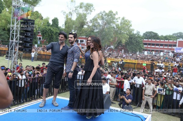 Cast Promotes 'Rustom' at Hansraj college in New Delhi