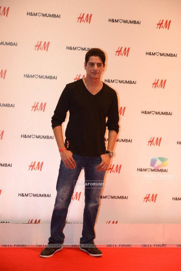 DJ Aqeel at Launch of Hennes and Mauritz store in Mumbai