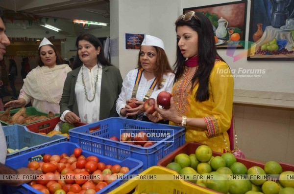 Bhagyashree Patwardhan at Inauguration of the Juhu Organic Farmer's Market at Jamnabai Narsee School