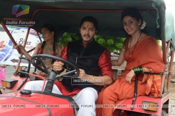 Shreyas Talpade and Manjari Fadnis at Poster Launch of 'Wah Taj'