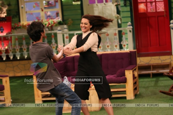 Sonakshi Sinha Promotes 'Akira' On sets of The Kapil Sharma Show
