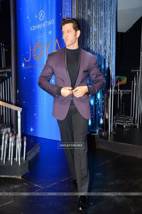 Hrithik Roshan at JOYA Exhibition 2016