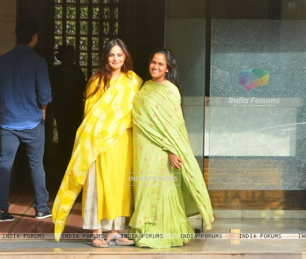 Arpita Khan Sharma and Alvira Khan Agnihotri snapped at for Rakhi Celebration with Fa