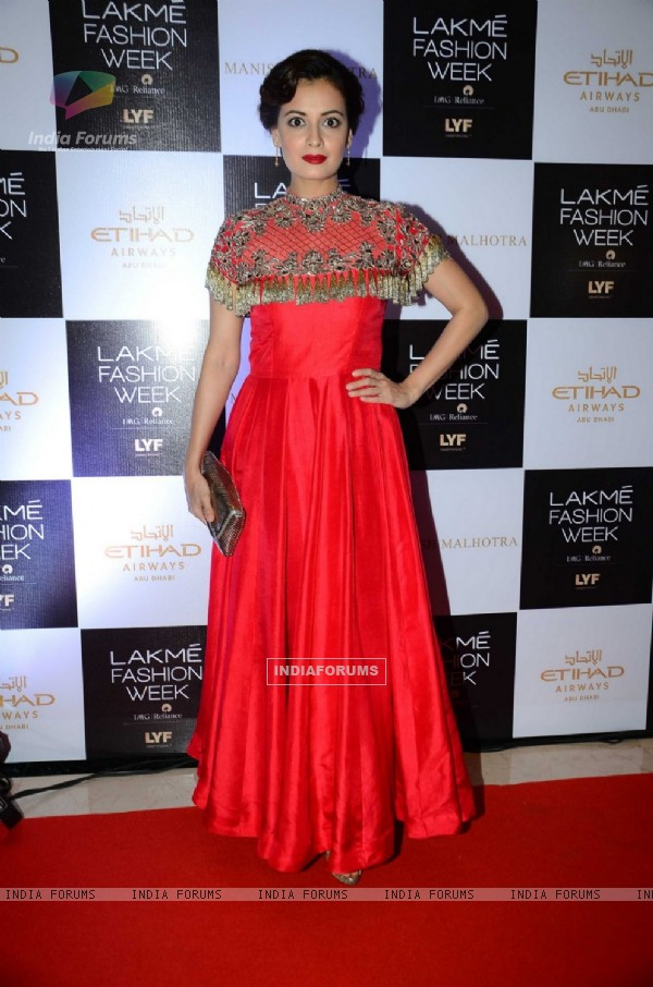 Dia Mirza Sizzles in red at Lakme Fashion Week Winter Festive 2016- Day 1