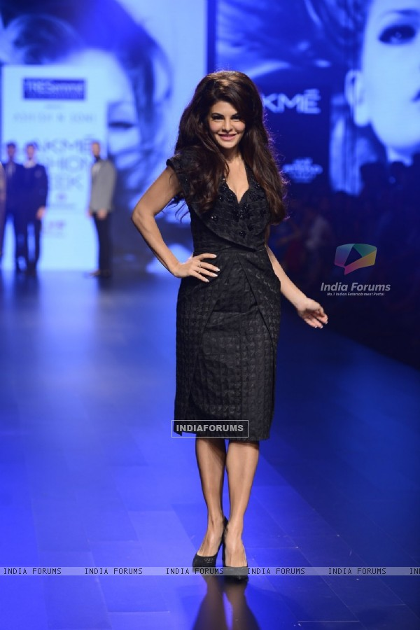 Day 4 - The pretty Bollywood girl Jacqueline Fernandez at Lakme Fashion Show 2016