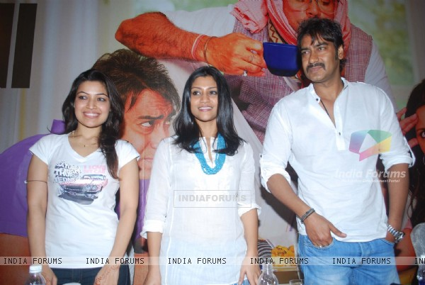 Ajay Devgn & Konkona Sen Sharma with Amita Pathak