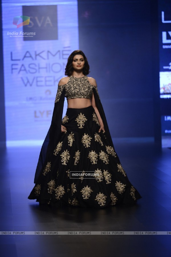 Day 5 - 'The Beautiful' Prachi Desai walks the ramp at Lakme Fashion Show 2016