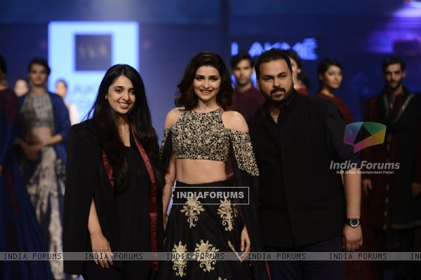 Day 5 - Sizzling Prachi Desai walks the ramp at Lakme Fashion Show 2016