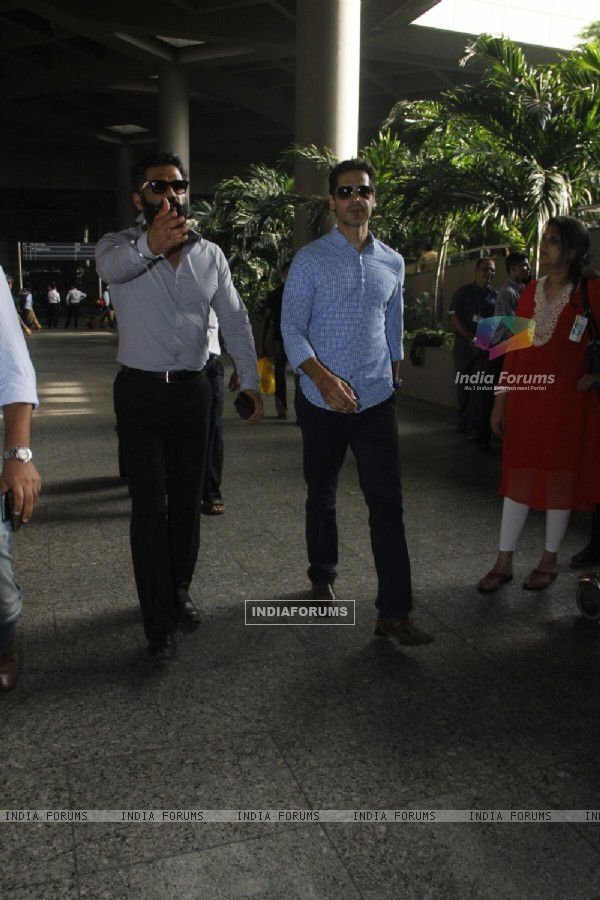 Airport Diaries: Suniel Shetty and Dino Morea!