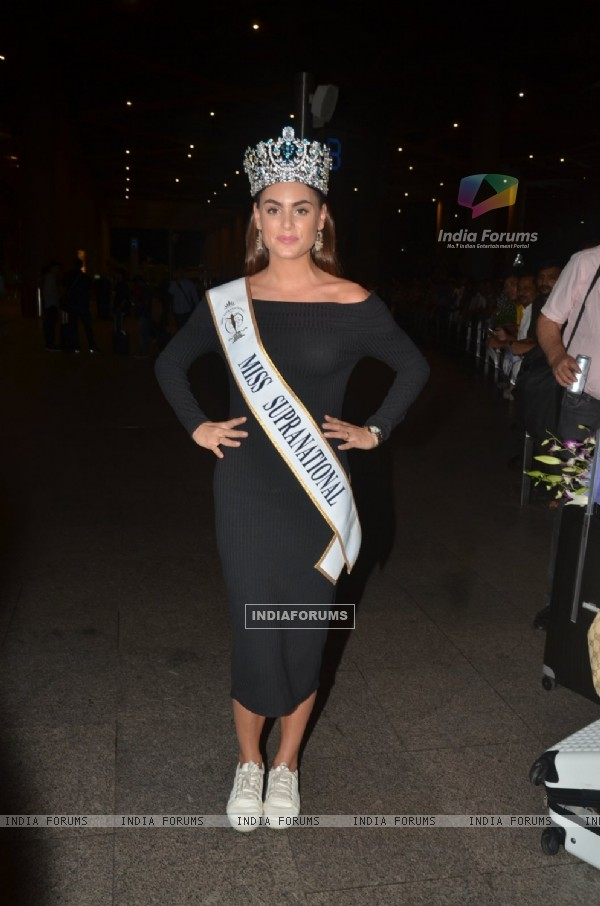 Airport Scenes!: Miss Supranational