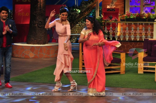 Shilpa Shetty dances at Promotion of 'Super Dancer' on sets of The Kapil Sharma Show