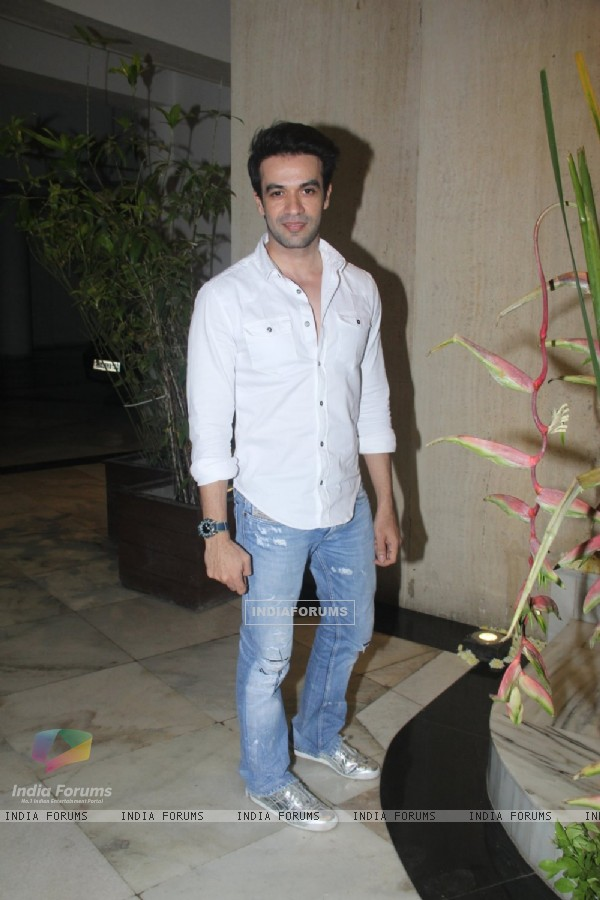 Celebs snapped at Manish Malhotra's house