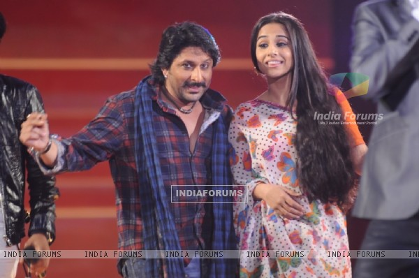 Arshad and Vidya dancing in the show Music Ka Maha Muqqabla