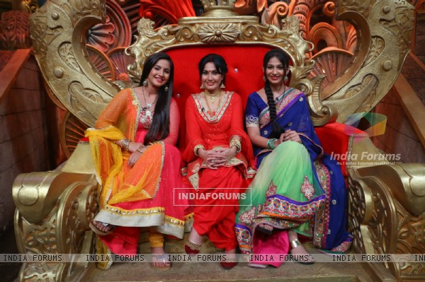 Kamya Punjabi, Meera Deosthale and Vidhi Pandya visits on set of Comedy Nights Bachao