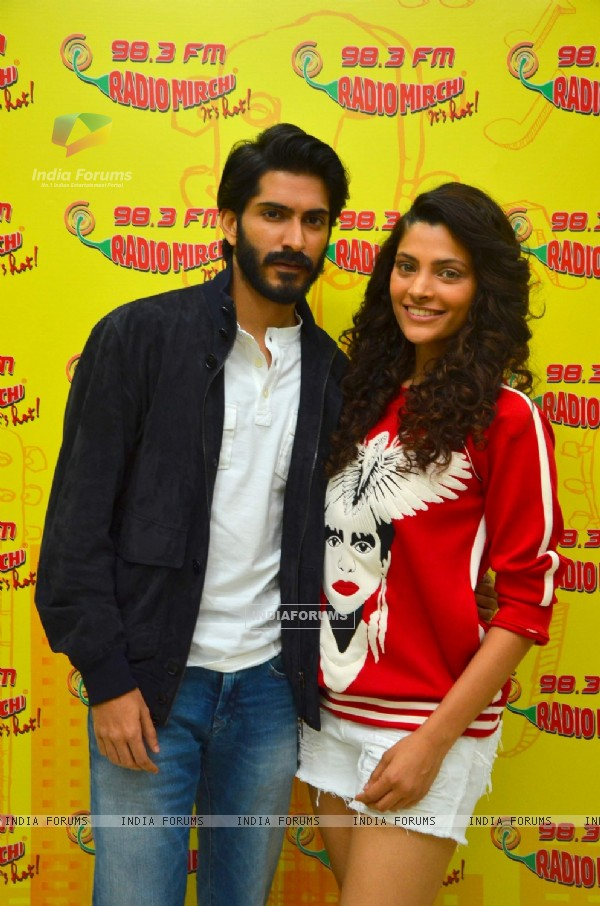 Harshvardhan Kapoor and Saiyami Kher Promotes 'Mirzya' at radio mirchi