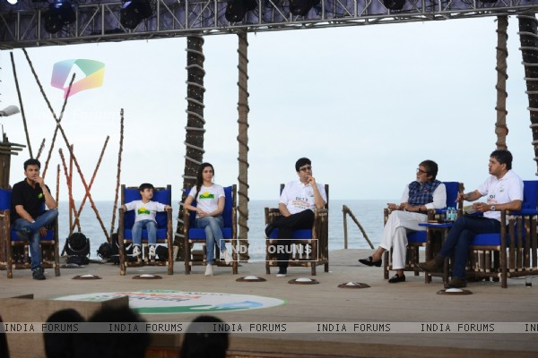 Amitabh Bachchan, Divya Khosla and Vikas Khanna at NDTV Dettol Banega Swachh India event