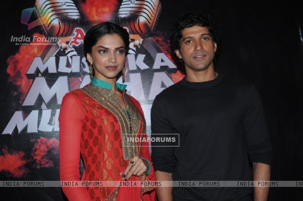 Farhan and Deepika in tv show Amul Music ka Maha Muqqabla