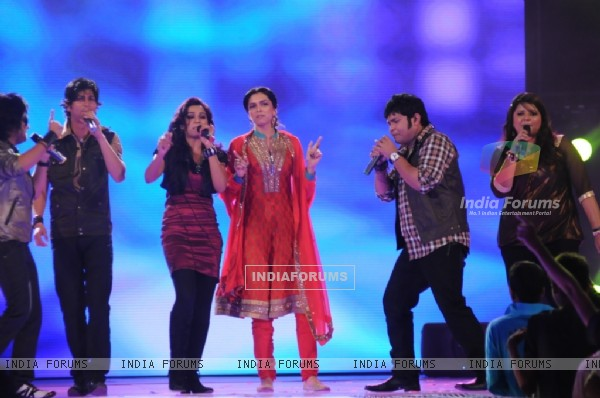 Deepika with Shreya''s team