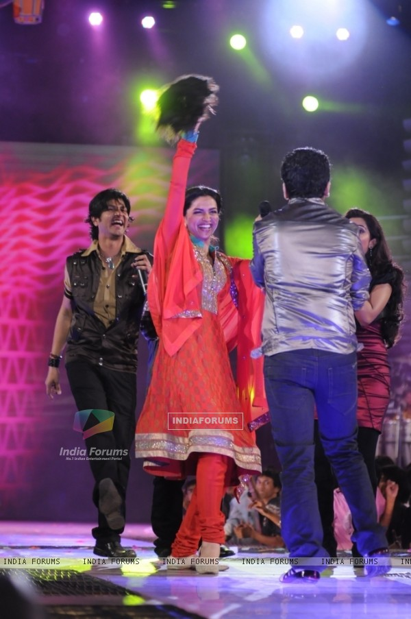 Deepika in tv show Amul Music ka Maha Muqqabla