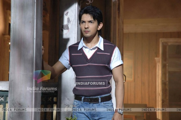 Aditya Narayan in the movie Shaapit