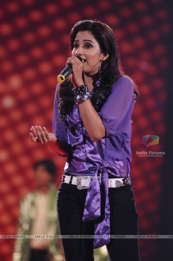 Shreya Ghosal rock the floor