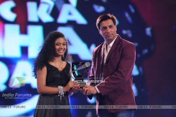 Madhur Bhandarkar giving away the singer of the day award to Anwesha